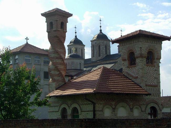 Πιείτε το καλύτερο σπιτικό αλκοόλ σε αυτά τα σερβικά μοναστήρια!