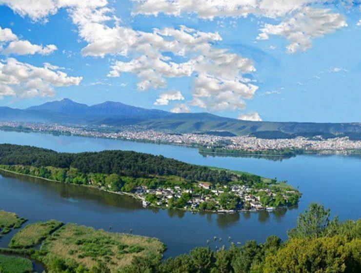 Το νησάκι στην λίμνη των Ιωαννίνων είναι μια περιοχή που πρέπει να επισκεφθείτε