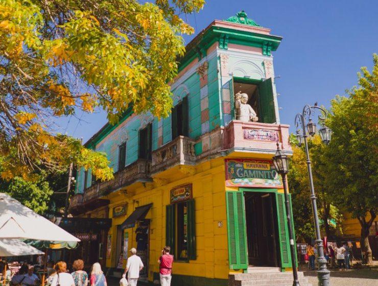 Κάνετε μαζί μας μία βόλτα στην πιο πολύχρωμη γειτονιά του κόσμου! (photos)