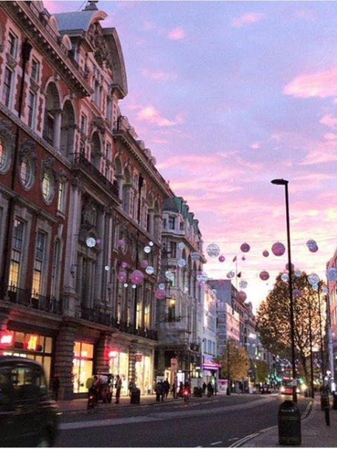 Ήρθαν τα Χριστούγεννα στο Λονδίνο: Η Oxford Street φόρεσε τα γιορτινά της!