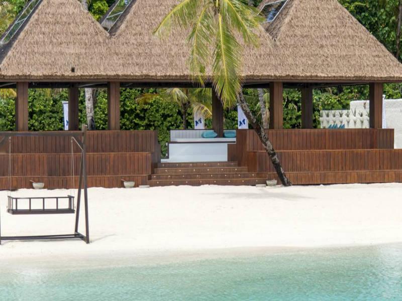 Μαλδίβες: τι θα λέγατε για ένα παγοδρόμιο δίπλα στη θάλασσα!