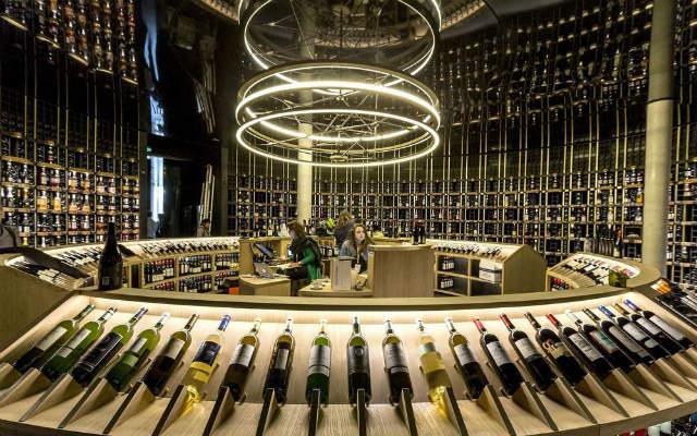 """Μπορντώ: Ένα μουσείο """"στολίδι"""" με θέμα το κρασί! (video)"""