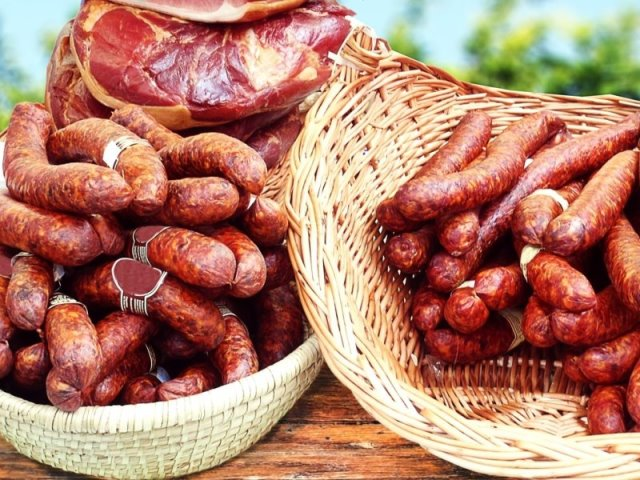 kolbasz λουκάνικα - ουγγρικά φαγητά