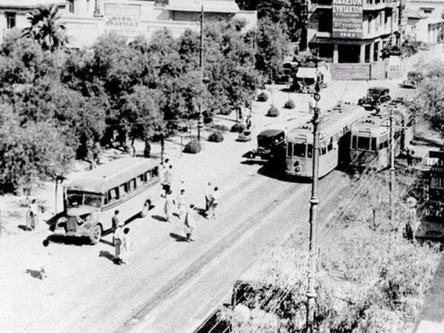 Πώς πήραν το όνομά τους 3 από τις πιο ιστορικές πλατείες της πρωτεύουσας - Ιστορίες από την Παλιά Αθήνα σε ένα νοσταλγικό ταξίδι μέσα από φωτογραφίες μιας άλλης εποχής