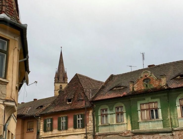 Ρουμανία: Σε αυτό το χωριό ακόμα και τα κτίρια έχουν μάτια!