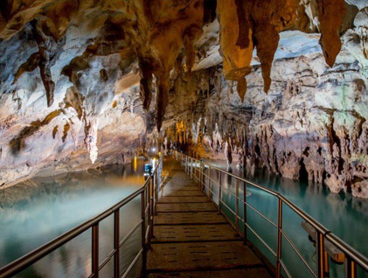 Περιηγηθείτε στα μαγευτικά μυστικά των πιο όμορφων σπηλαίων της Ελλάδας