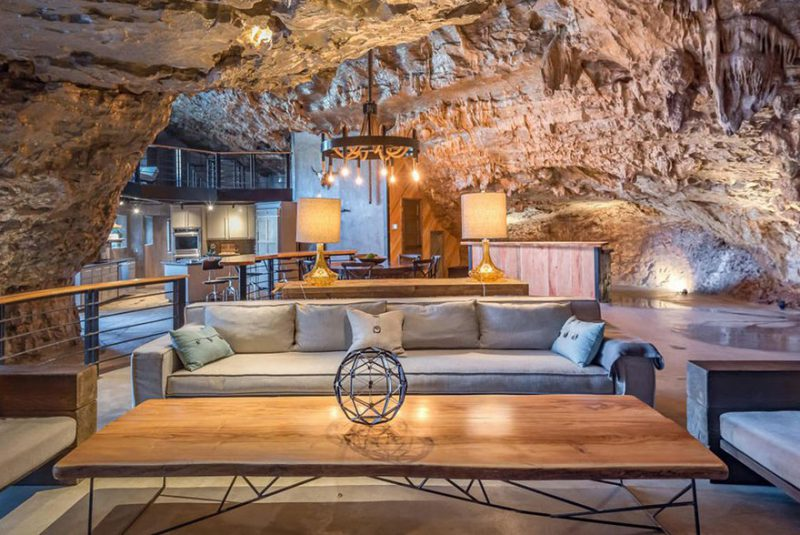 ένα πολυτελές σπίτι μέσα σε σπηλιά
