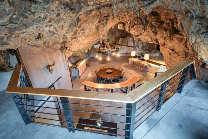 πολυτελές ξενοδοχείο μέσα σε σπήλαιο