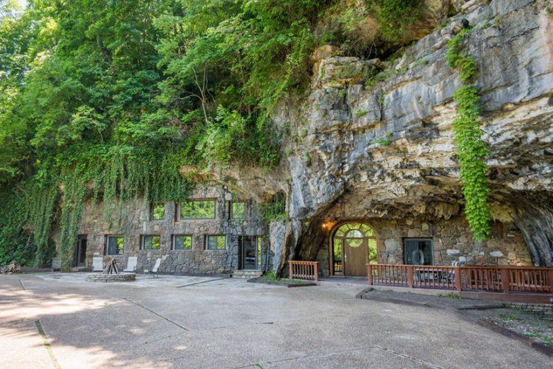σπίτι μέσα σε σπηλιά