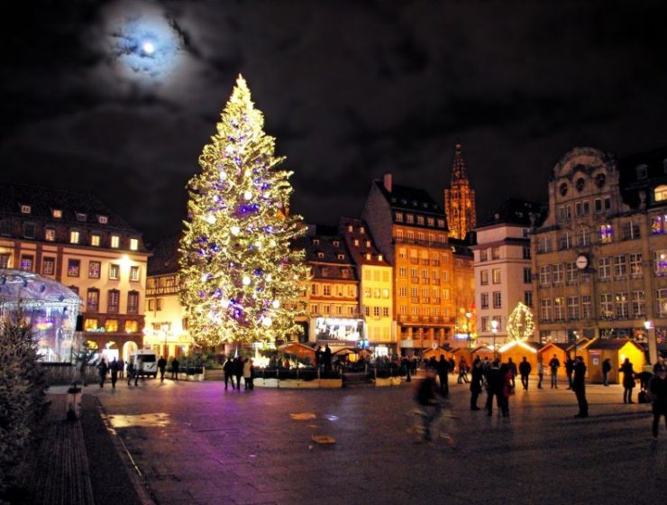 Το Στρασβούργο ντύνεται χριστουγεννιάτικα και εντυπωσιάζει! (photos)