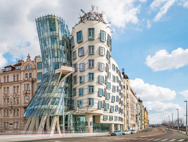 Ένα σπίτι που χορεύει στην Πράγα!