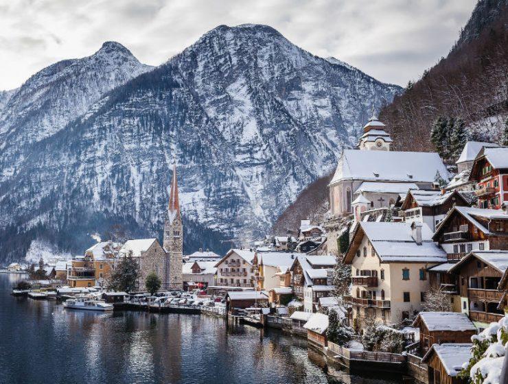 Χριστούγεννα στο Hallstatt: Η παραμυθένια χιονισμένη λιμνούπολη της Αυστρίας!
