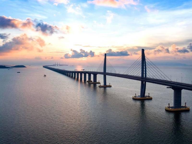 Η μεγαλύτερη γέφυρα του κόσμου συνδέει το Χονγκ Κονγκ με το Μακάου.