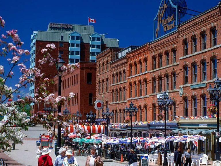"""Άγιος Ιωάννης: Η παλαιότερη πόλη του Καναδά """"διηγείται"""" την μακραίωνη ιστορία της!"""