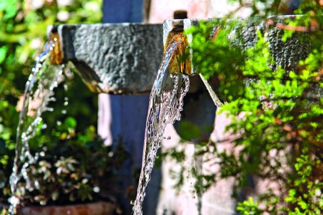 10 + 1 φωτογραφίες της κοσμοπολίτικης Αράχωβας που θα σας κάνουν να την επισκεφτείτε αμέσως!