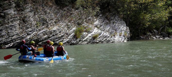 Αγαπάτε τα σπορ του νερού; Δαμάστε τον Άραχθο με μία κατάβαση rafting! (photos)