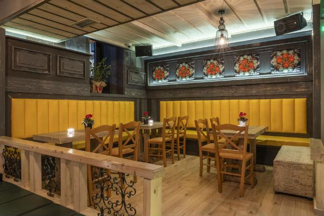 Barile, καφέ-μπαρ-εστιατόριο Αράχωβα