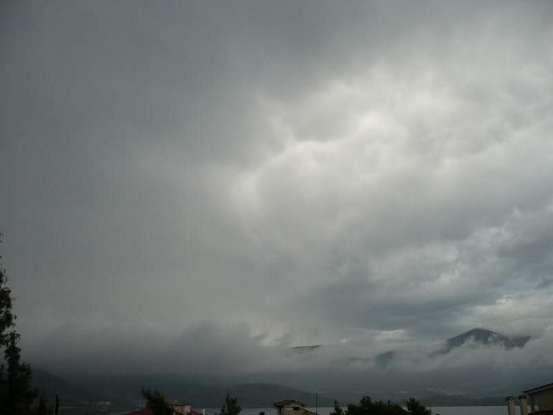 Καιρός (03/12): Με βροχές και ανέμους μας υποδέχεται η εβδομάδα