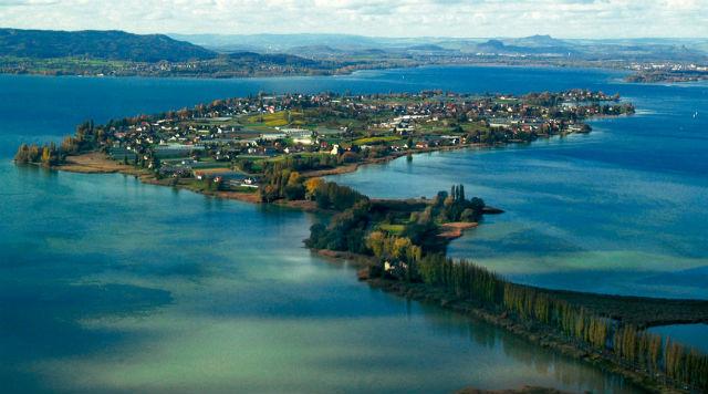 Ελβετία: Απόδραση στις παραμυθένιες λίμνες της