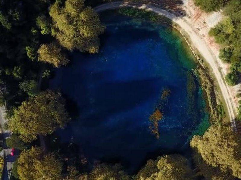 Πηγές Λούρου - γαλάζια λίμνη