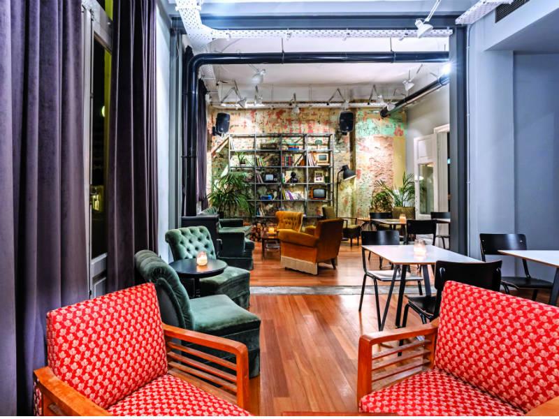 Κάνουμε check in στο πιο διαδραστικό all day cafe bar στην καρδιά της Θεσσαλονίκης!