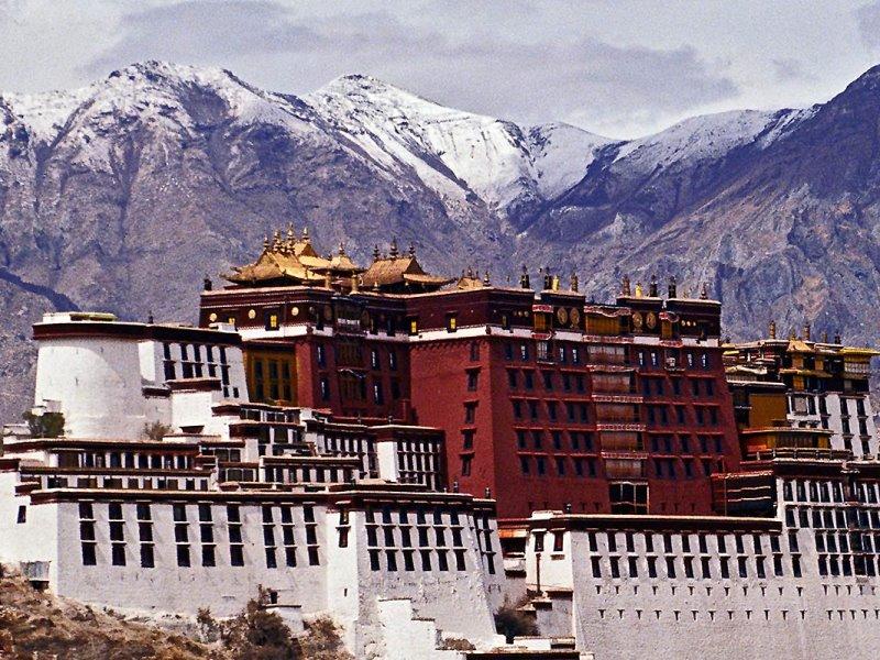 Πάνω από τα σύννεφα: Θαυμάστε το πανέμορφο παλάτι-σύμβολο του Θιβέτ!
