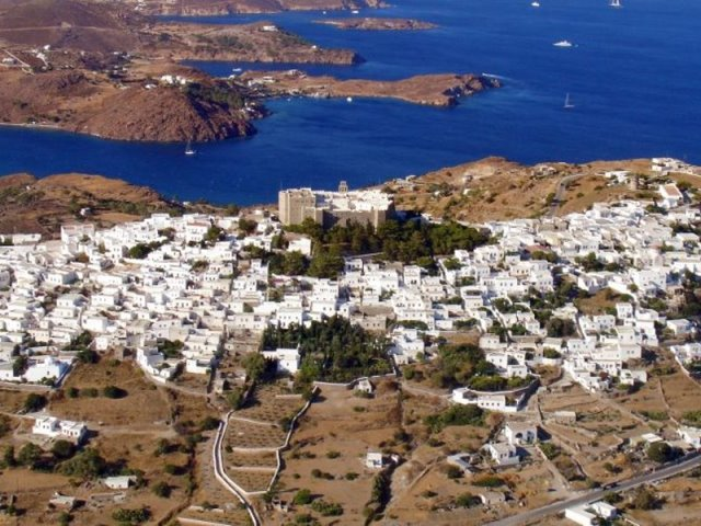 Πάτμος: Παραδοθείτε στην μυστηριακή, κατανυκτική ατμόσφαιρα στο νησί της Αποκάλυψης