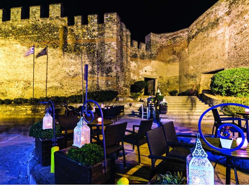 Τα βράδια μας στη Θεσσαλονίκη τα περνάμε με live μουσική και υπέροχη θέα!