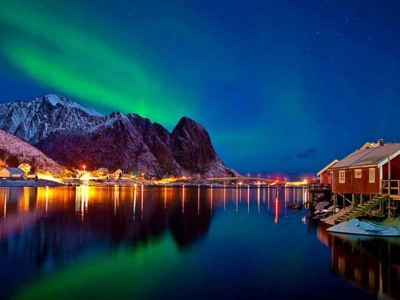 Κυνηγώντας το βόρειο σέλας στο ωραιότερο νορβηγικό χωριό!