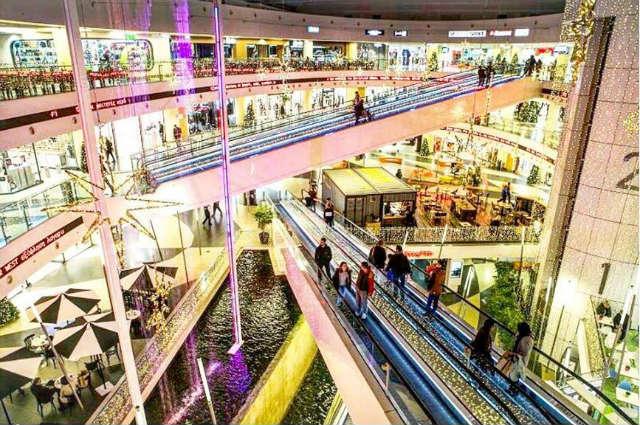 Τα εμπορικά κέντρα της Αθήνας μας βάζουν στο πνεύμα των Χριστουγέννων