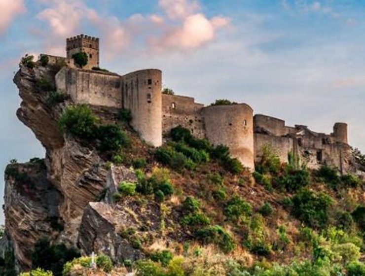 Ιταλία: Αυτό είναι το υπέροχο μεσαιωνικό κάστρο που ενοικιάζεται για 114 δολάρια!!