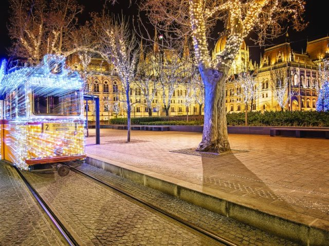 Χριστούγεννα στην Βουδαπέστη: Μαγευτείτε από την απαράμιλλη γοητεία των Μαγυάρων!