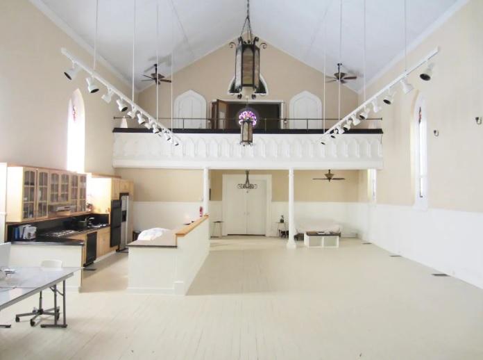 Μια εκκλησία που μετατράπηκε σε Airbnb!