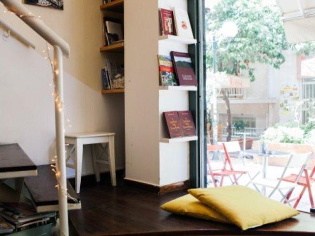 Αυτά είναι τα 6+1 αγαπημένα στέκια για διάβασμα και καφέ στην Αθήνα!