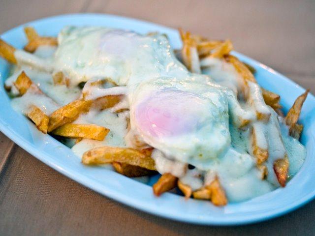Έχετε όρεξη για ελληνική κουζίνα; Αυτά τα ταβερνάκια σας περιμένουν στην καρδιά της Αθήνας!