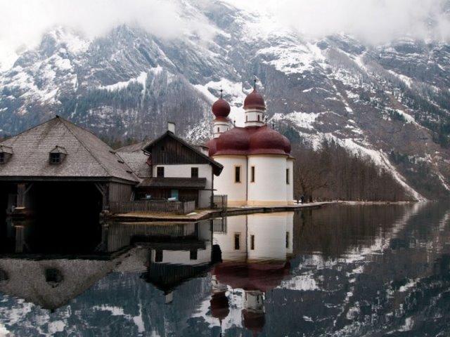 Λίμνη Konigssee: Μία πανδαισία χρωμάτων και φυσικής ομορφιάς στην σκιά των Βαυαρικών Άλπεων!