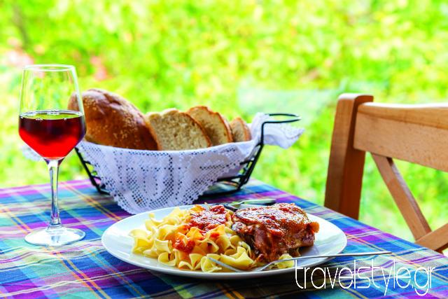 Χελιδόνα παραδοσιακό εστιατόριο, Παλαιό Μικρό Χωριό Ευρυτανίας
