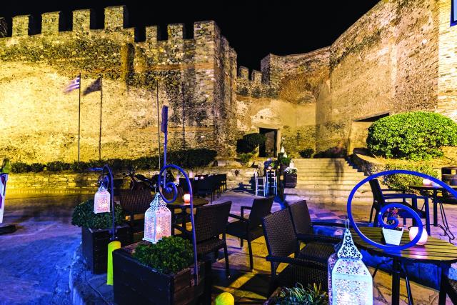 Προπύλαιον, Κάστρα Θεσσαλονίκη