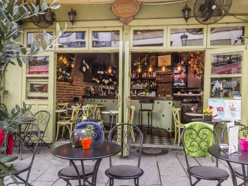"Lena's Bistro: Αυτό το μαγαζί ""μεταφέρει"" τη παριζιάνικη συνοικία Le Marais στη Θεσσαλονίκη!"