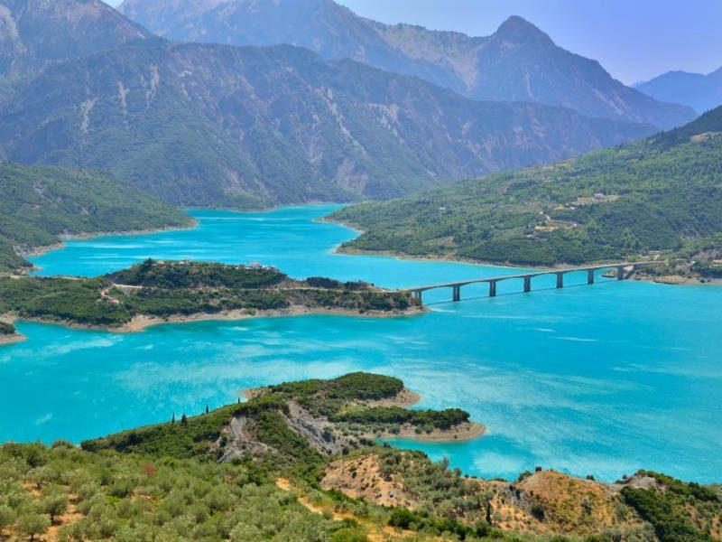 Η απέραντη ομορφιά της λίμνης Κρεμαστών!