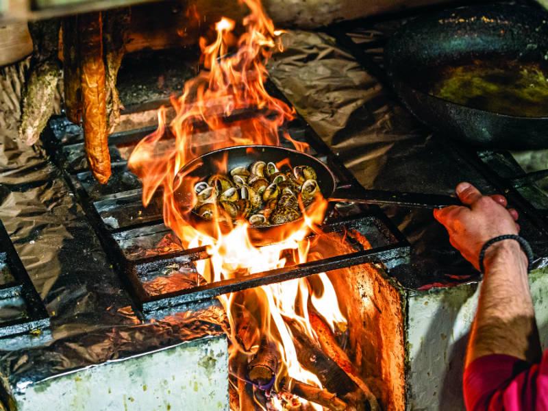 Τρώμε στα καλύτερα μεζεδοπωλεία της Θεσσαλονίκης!