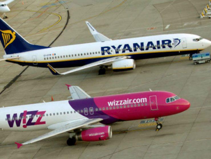 "Ryanair και Wizz Air ""έφαγαν"" πρόστιμο για αδιαφανείς χρεώσεις χειραποσκευών"