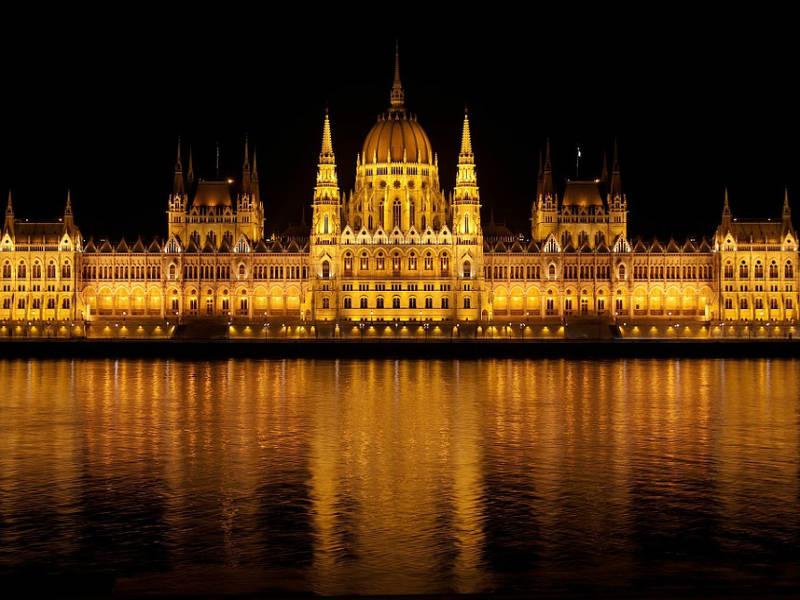 Γνωρίστε το Ουγγρικό Κοινοβούλιο, το φαντασμαγορικό κτίριο της Βουδαπέστης!