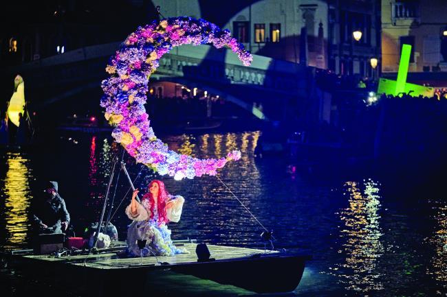 Νυχτερινή παρέλαση στη Βενετία