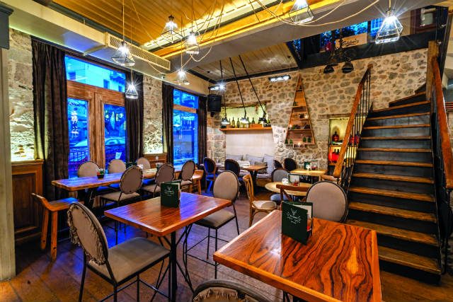 Le Sapin, εστιατόριο - μπαρ Αράχωβα