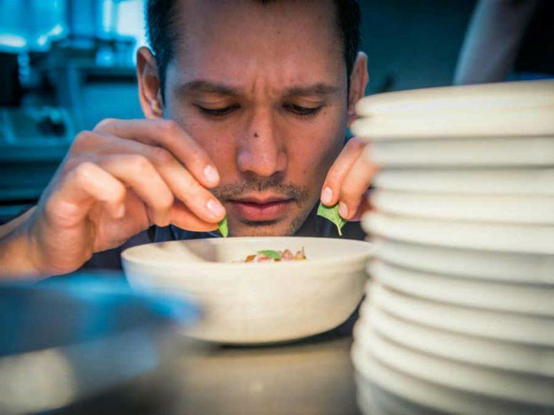 Σε αυτά τα εστιατόρια θα φάτε από τα χεράκια των κριτών του Master Chef