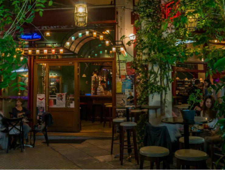 Το μαγαζί στα Εξάρχεια που είναι δυνατό χαρτί στη βραδινή διασκέδαση