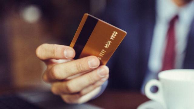 Ο Τάσος Δούσης σας δίνει 5 συμβουλές για το συνάλλαγμα για να μην χάνετε χρήματα... ποτέ!