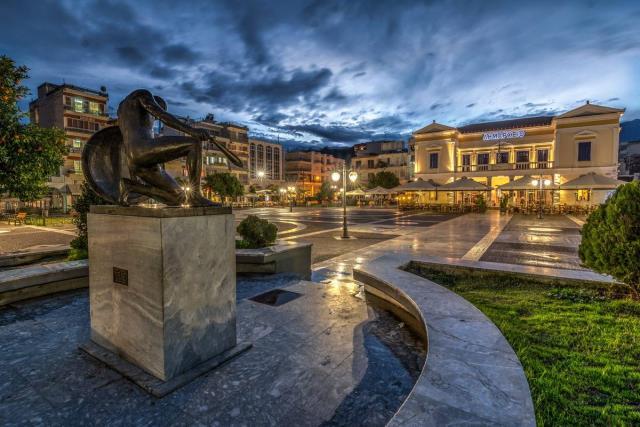 Κεντρική Πλατεία Σπάρτη - άγαλμα του Σπαρτιάτη πολεμιστή