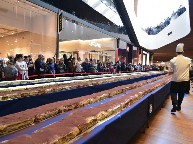 Μιλάνο: Καταρρίφθηκε το ρεκόρ για το μεγαλύτερο τιραμισού στον κόσμο!